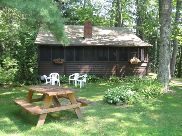 Lakeside cottage - 1 month minimum