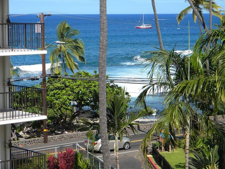 Kailua-Kona at the Kona Alii