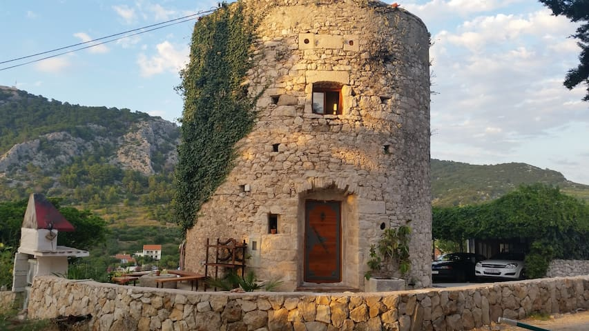 Old tower, Hvar historical center - Hvar - Hus