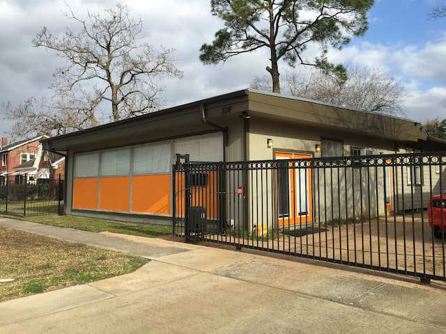 Hip Midcentury Studio in Third Ward - Houston - Pis