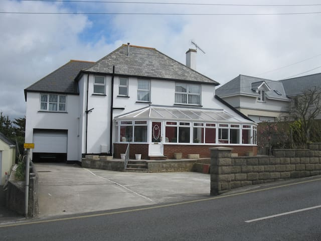 A large family-friendly house close to the beach - Bude - Ev