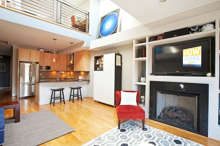 2BR/2.5BTH PH Loft featured on HGTV - Washington - Loft