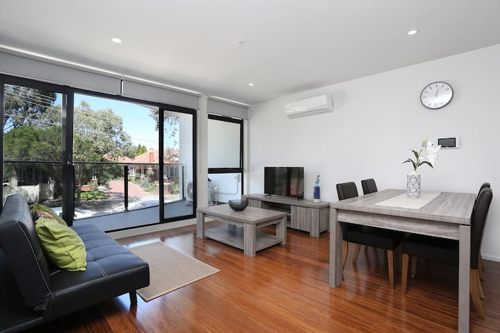 Stunning 2 Bedroom + Spacious Balcony