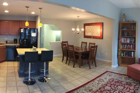 Spacious New Townhouse - 10 mins from PSU - Bellefonte - Appartement
