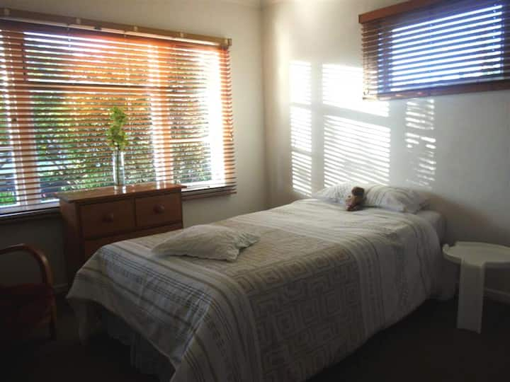 Vegan.Plant-based.Private bedroom & bathrm for 1.