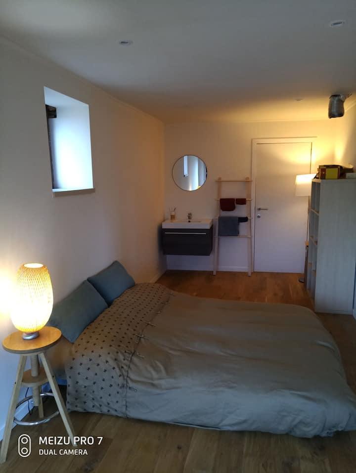 Belle petite chambre en pleine campagne