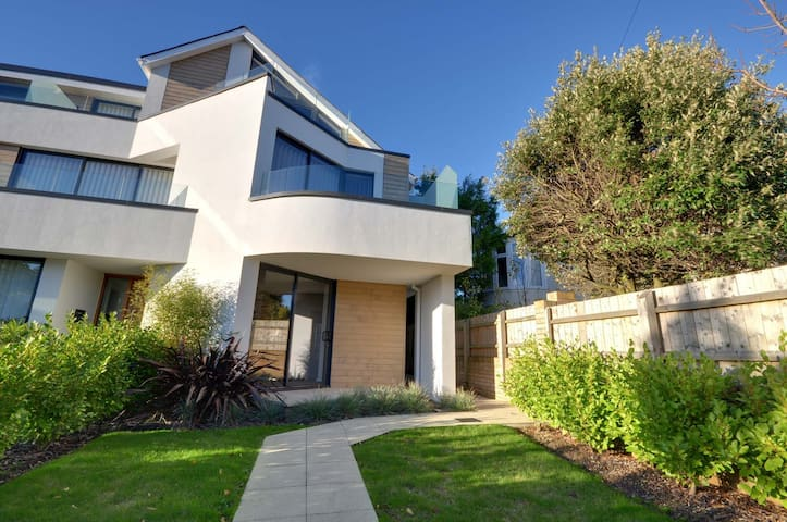 6 Sandbourne (Alum Chine): Contemporary, 4 Bedrooms, Sea Views