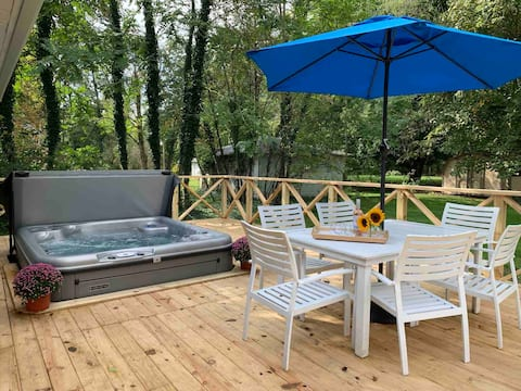 NEW The Dacha • Family-Friendly, Hot Tub Cottage