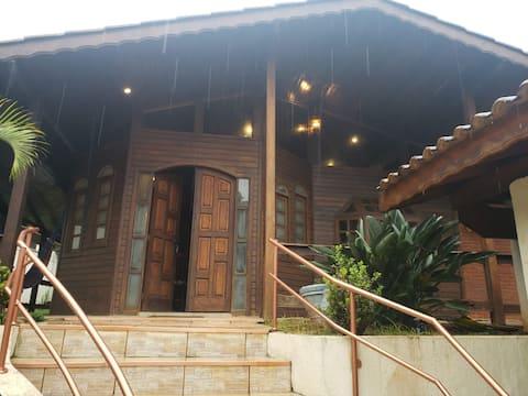 Casa de Campo c/ Piscina, churrasq., Lareira, etc.