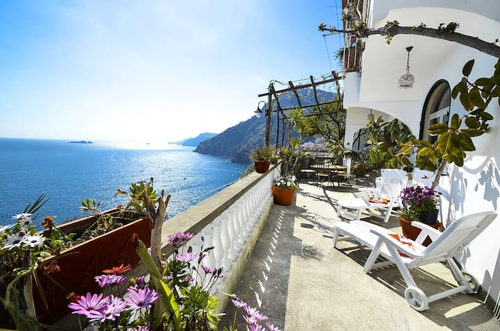 AMORE RENTALS - Casa Ramni with Private Terrace, Sea View and Air Conditioning