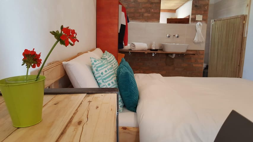 Nxabii Cottages - Deluxe Cottage  Kasane/Kazungula