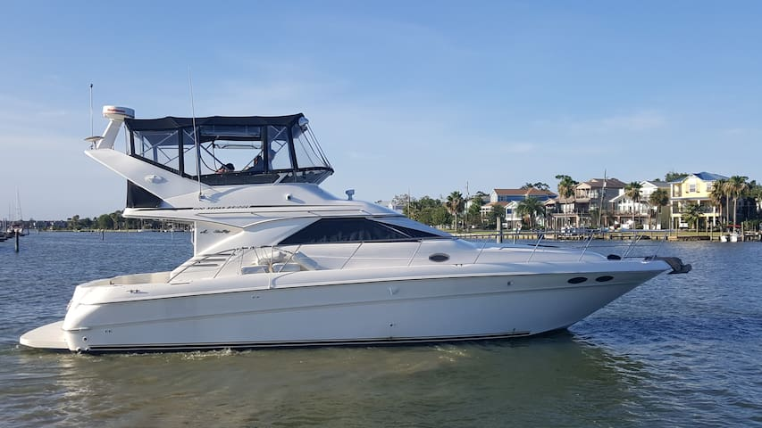 Fully Equipped 40 foot Sea Ray 400DB Sport Yacht