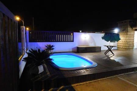 """Casa """"chalé"""" com piscina em Oasis Sul - Tramandaí"""
