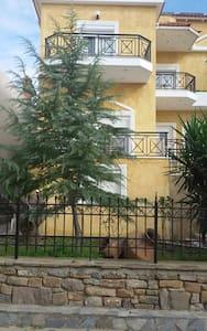 Διαμέρισμα με κήπο / Apartment with garden