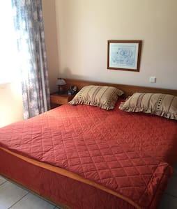 Spacious apartment with seaview & garden - Agios Isidoros