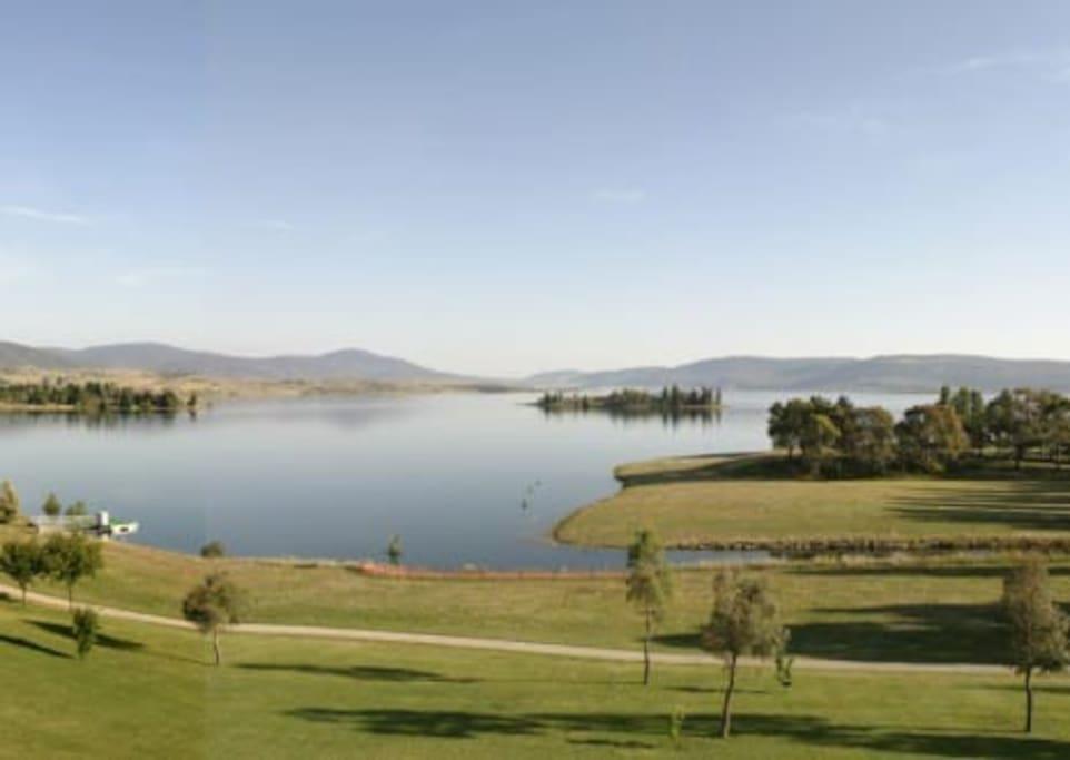 Lake Jindabyne - view taken from Horizons