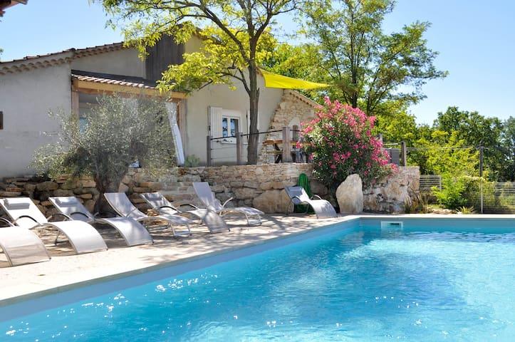 Maison avec piscine privée et une vue magnifique. - Barjac - Huis