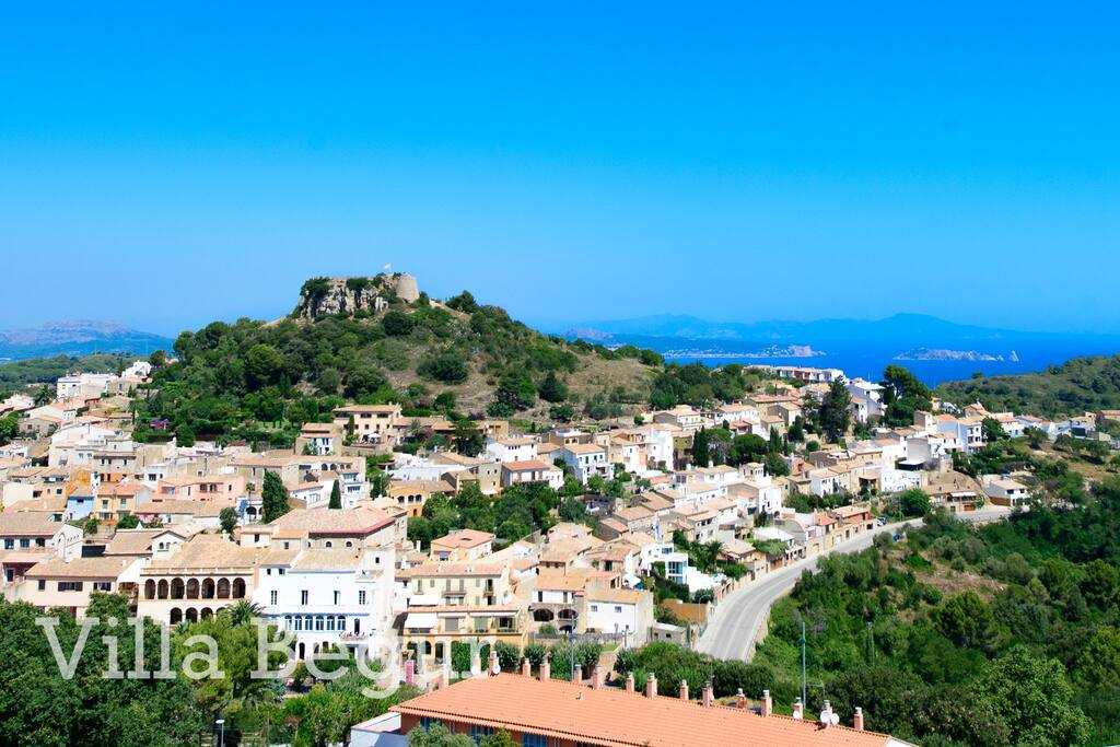 Begur, a well-known medieval town is about 10 minutes walk. from Villa Begur. Begur has cobbled streets, with a large central square surrounded by pavement cafes. There is a great mixture of fine restaurants and tapas bars