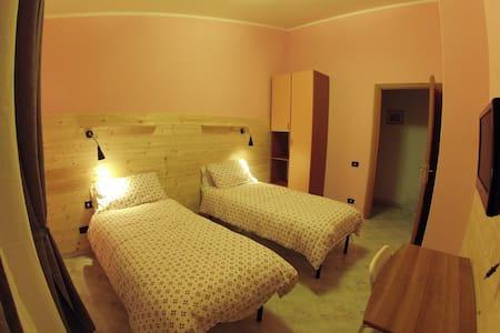 Il Veliero bnb Roma (orange room) - Rome