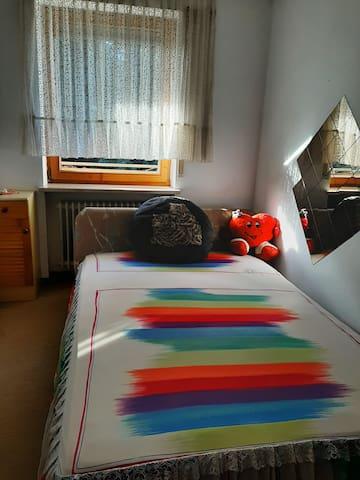 Zimmer in Reiheneckhaus mit Gartennutzung