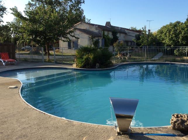 Gîte de caractère au calme avec piscine - Marans - Casa