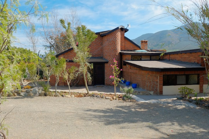 Beautiful Rustic home in the heart of the Valle