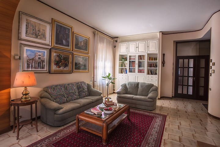 Apartment 2 big rooms  Salerno central with garage - Salerno - Apartamento