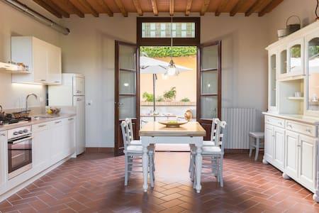 Casa Valliprata - freshly modern Tuscan
