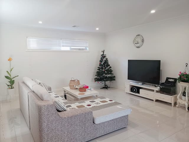 Brand New modern house Cosy room in Balwyn North