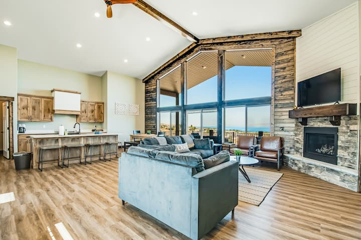 Expansive lake house with sweeping views and central AC - up to 3 dogs welcome!