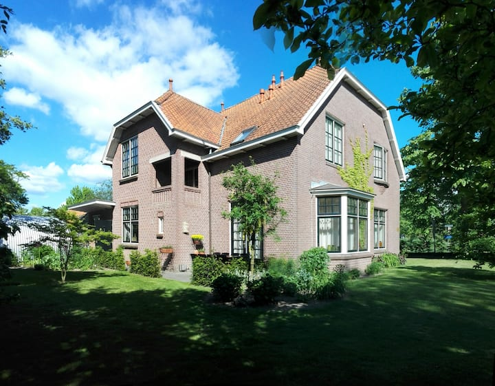 Monumental villa nearby Deventer (No breakfast)