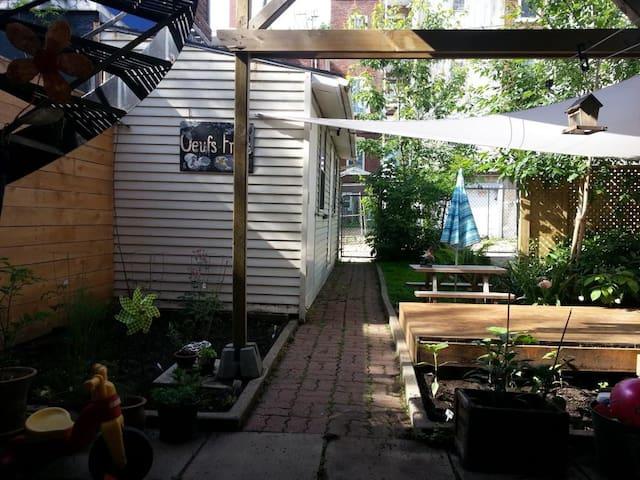 Appartement avec jolie cour - super quartier - Montreal - Pis