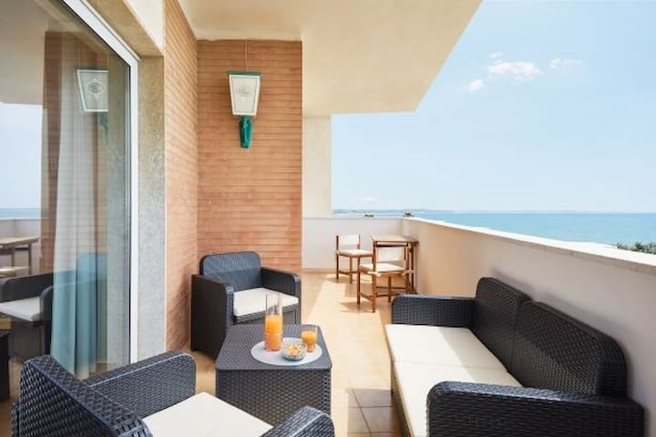 CaseSicule: Cerasuolo, Fantastic Sea View with Balcony and Big Windows, Wi-Fi