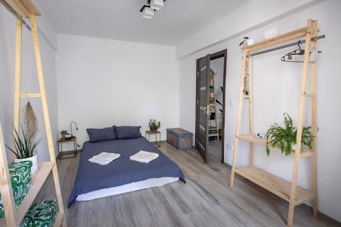 Ultra Central Minimal and Cozy Apartment