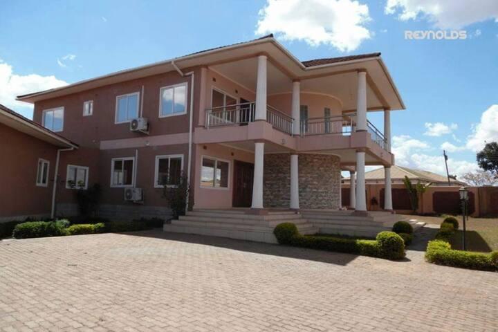 Nichi's Guesthouse Lilongwe - Room, en-suite bath