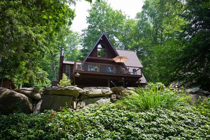 Gorgeous Arts & Crafts Style Home on Lake - Ashford - Talo