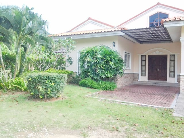 MKR 1, 3 bedrooms house, 1.5 km to the beach