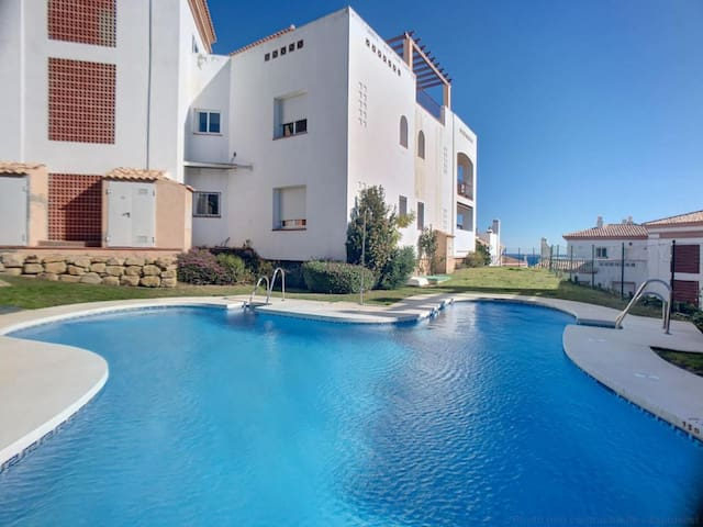2251-Newly furnished 2 bedrooms with terrace!