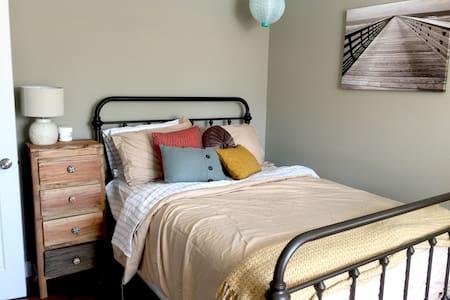Cozy Apartment, Great Neighborhood - Richmond Heights