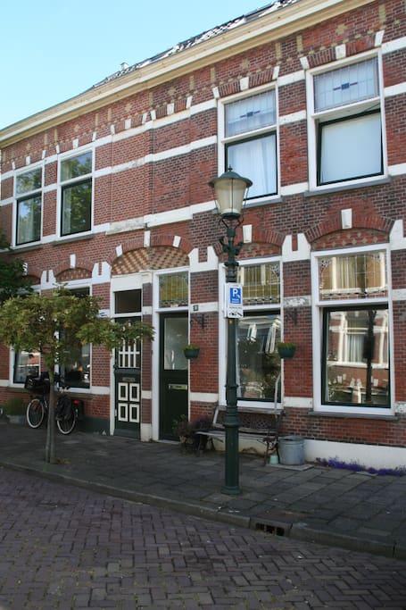 Authentiek straatje vlakbij het Circustheater, boulevard en Keizerstraat.
