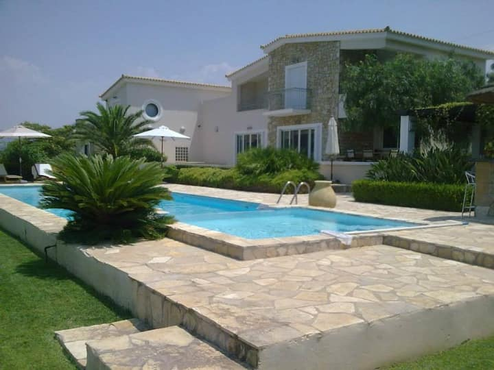 LUXURY VILLA FLORA KYPARISSIA