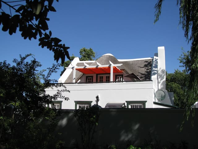 Le Coucou's Nest - Self Catering Apartment - Franschhoek - Flat