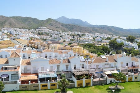 CasaRocio. A light-filled, friendly apartment Wifi - Nerja - Wohnung