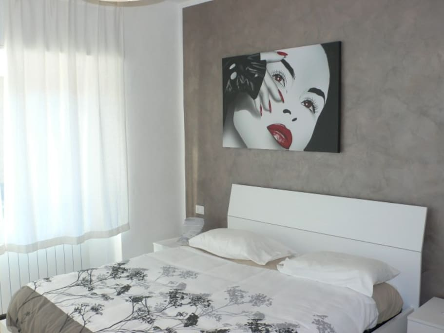camera con letto matrimoniale -  bedroom with double bed
