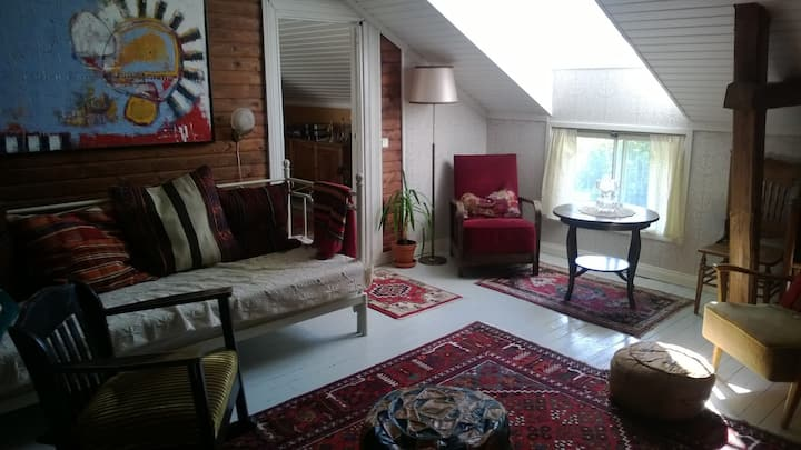 Nice room in old villa near the sea