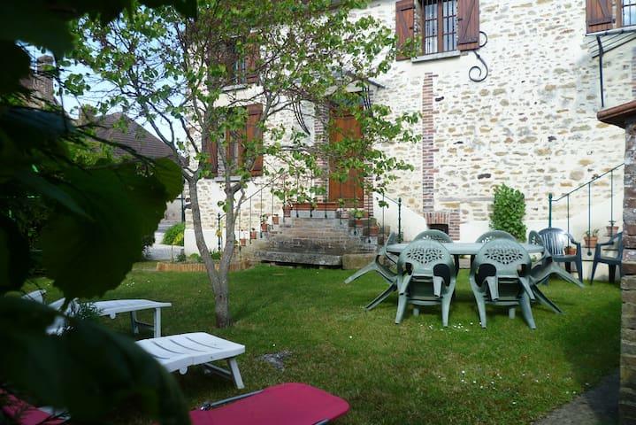 L'Ecole Buissonnière in CHÉU (89600)
