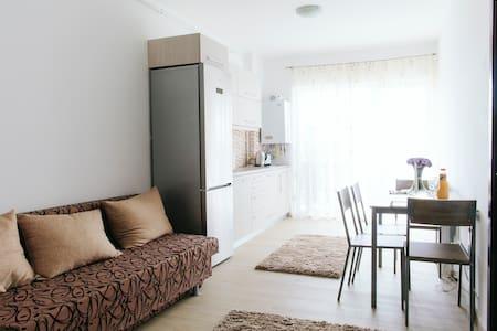 Sunny, brand new apartment. 1min from Iulius Mall - Cluj-Napoca - Wohnung