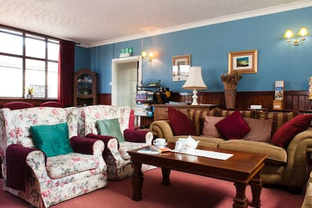 Exmoor House Bed and Breakfast - Minehead - Bed & Breakfast