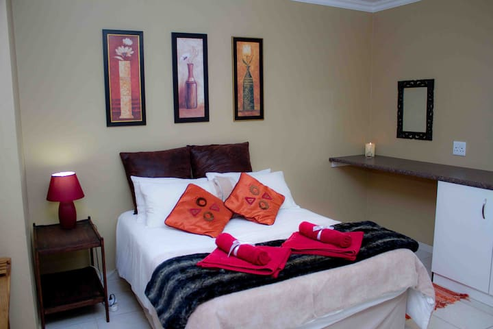 Feather Cottage - Krugersdorp - Apartemen