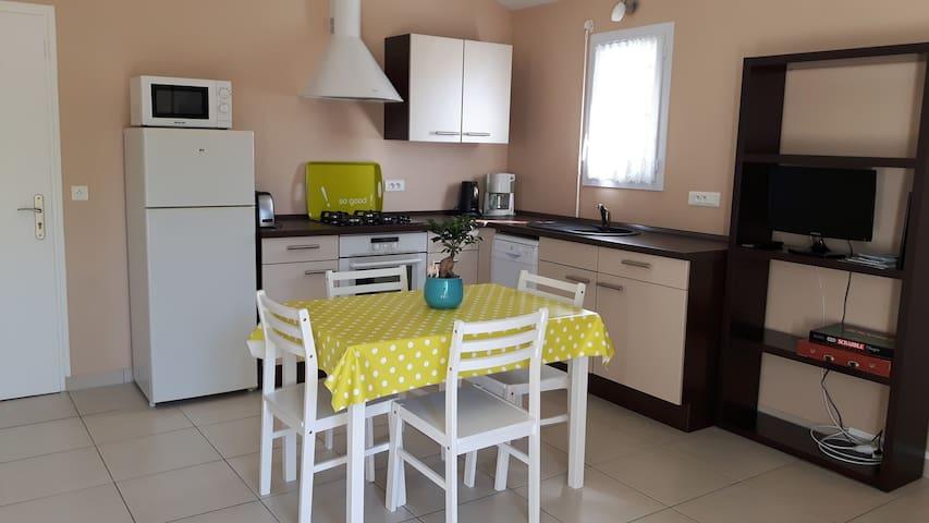 Logement dans maison 2/4 pers. au calme (30m2) - Saint-Gilles-Croix-de-Vie - House